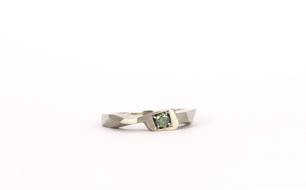 Engagement ring in white gold 14K, forest green diamond | 2017